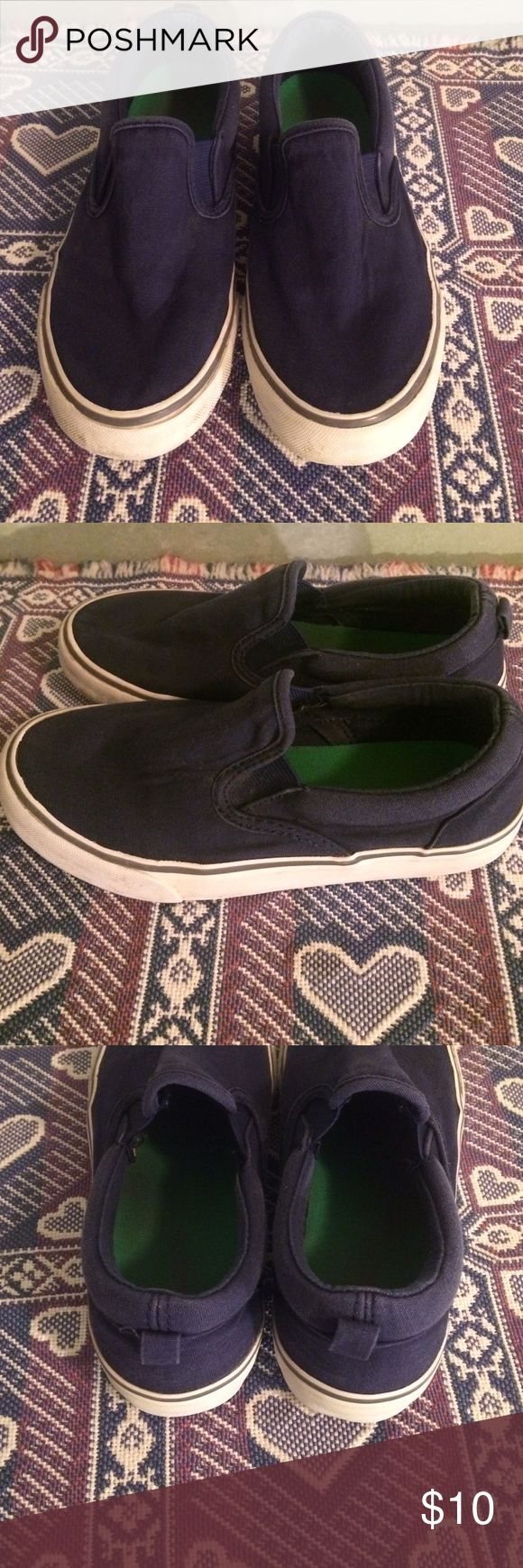 Old Navy boys shoes Navy blue color , canvas , shows some were but still really good shape , boys size 1 Old Navy Shoes Dress Shoes