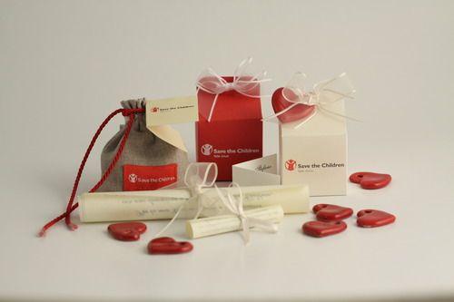 Sacchetto, scatoline e pergamene - #bomboniere #solidali @SaveChildrenIT #matrimonio #idee