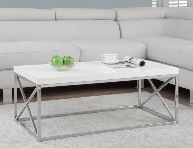 Égayer votre salle familiale avec cette table de cocktail glacée rigide soutenue par une base moderne en chrome poli. Barres transversales détaillées non seulement ajoute à la solidité de cette pièce, ajoute aussi un degré sophistiqué comme une magnifique table moderne.