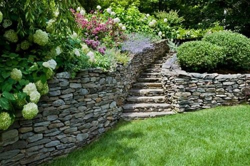 Garden steps & retaining wall. This needs to be in my backyard!
