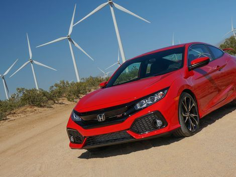 Everything you need to know about the 2017 Honda Civic Si, including impressions and analysis, photos, video, release date, prices, specs, and predictions from Roadshow.