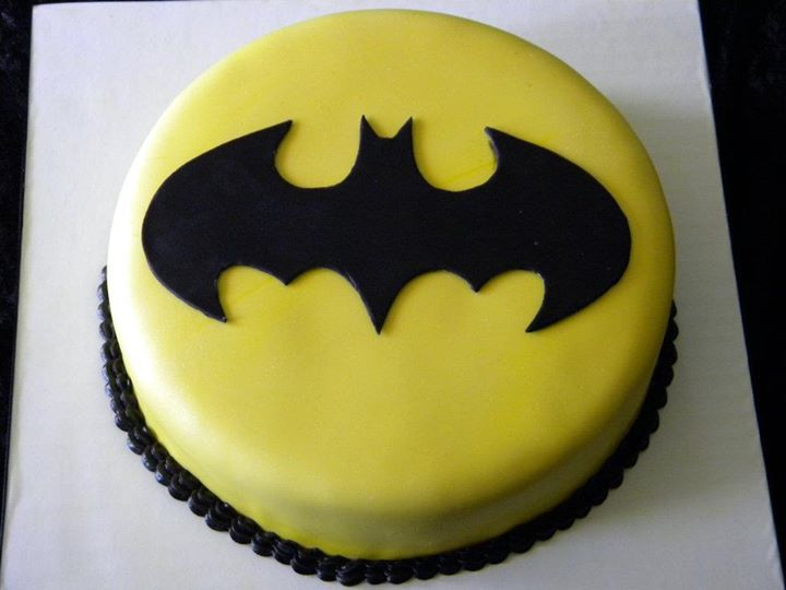 Faithy Cakes Batman Birthday Cake This One Looks Easy Enough For Me To Do