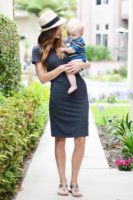 8 Mom Outfits: Day To Night  T-Shirt Dress – DAY  T-shirt dresses are comfy, flattering, and about a simple as a mom uniform can get. Also, they look perfect with a baby accessory :)
