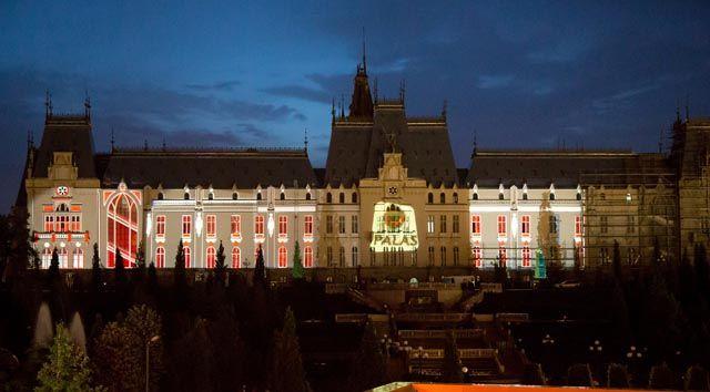 Palas Iasi Poveste de Craciun   show 3D pe Palatul Culturii, 13 24 decembrie