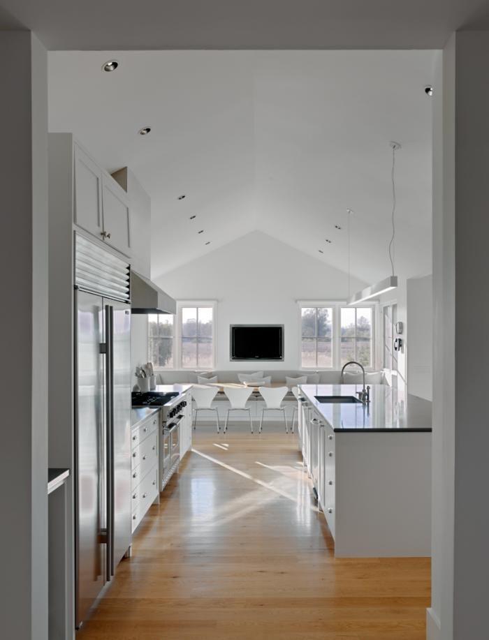 Min|Day-Sonoma-County-farmhouse-kitchen-white-Jacobsen-chairsFarms House, Dreams Kitchens, Interiors, Kitchens Ideas, Farmhouse Kitchens, Modern Kitchens, Kitchens Holiday, Farm Houses, White Kitchens