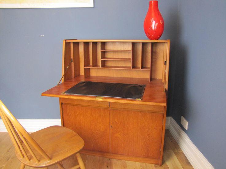 Mid century teak bureau writing desk vintage lockable with for Schlafzimmerschrank vintage