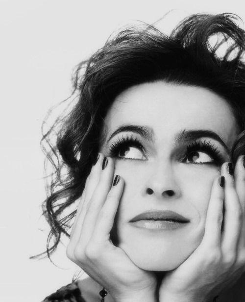 Helena Bonham Carter siempre me sorprende en los papeles de petarda y mala y me encanta.
