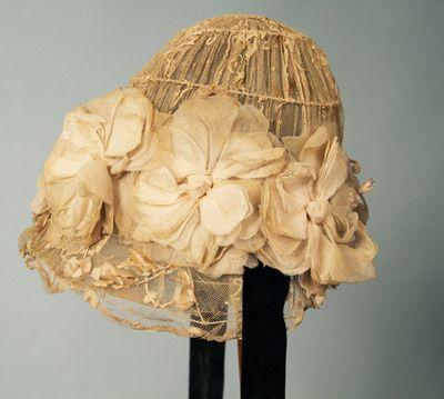 """Lace """"flower pot"""" hat, 1905-1910"""