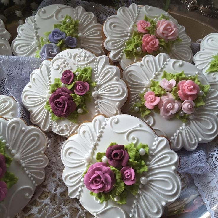 Gingerbread keepsake cookies decorated with Royal icing piping and roses