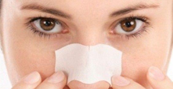 Rimedi naturali per i punti neri.I punti neri si formano quando cellule morte e sebo accumulati nei pori della pelle reagiscono con l'ossigeno e formano i caratteristici inestetismi dal colore scuro. Per prevenire i punti neri, è fondamentale pulire bene la pelle con prodotti delicati e esfoliare il viso di tanto in tanto. I detergenti per il viso aggressivi possono seccare la pelle, stimolare la produzione di sebo e provocare l'effetto opposto a quello desiderato. Ecco alcuni rimedi…