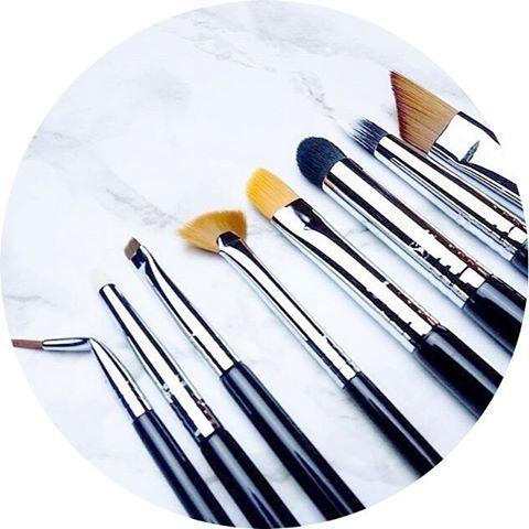 ⭐️Sigma Beauty-Detail Brush Set⭐️ Kit de 8 pinceaux Parfait pour dessiner parfaitement vos lèvres et pour travailler vos fards Essentiel pour un maquillage perfectionné Tous les kits à retrouver sur www.lanaika.com