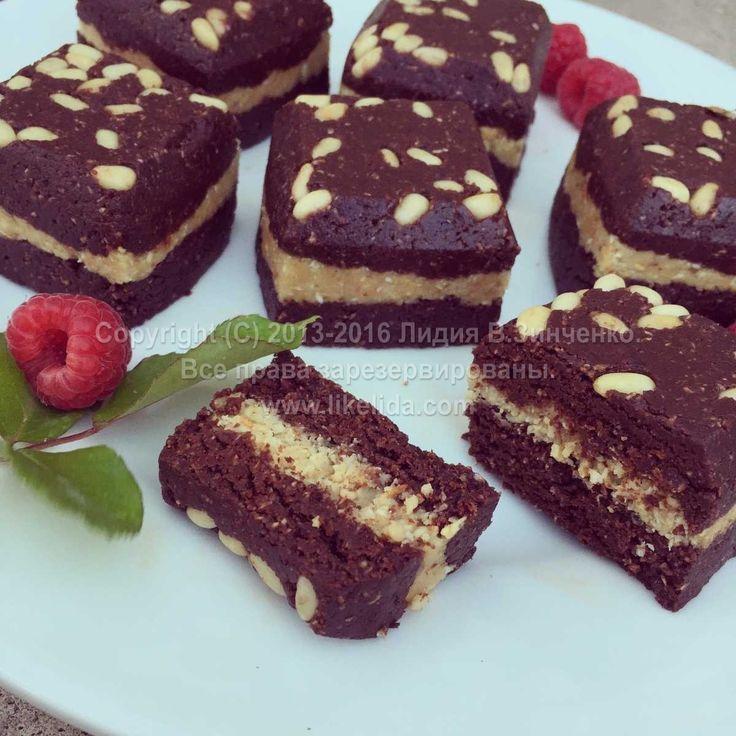 Шоколадные пирожные с кокосом и кедровыми орешками (без муки, без масла, без сахара, без глютена, веганские, подходят для сыроедов)