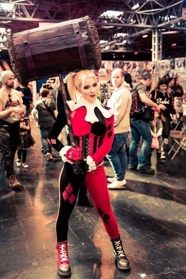#harleyquinn #harleyquinnlookalike #classicharleyquinn #harleyquinncosplay #cosplay #ukcosplay #internationalcosplay #cosplaygirls #harley #batman #dccomics #mcmcomicon #mcmbirmingham #comicon #harleyquinnhammer #propbuild #harleyquinnlookalike #truentertainments