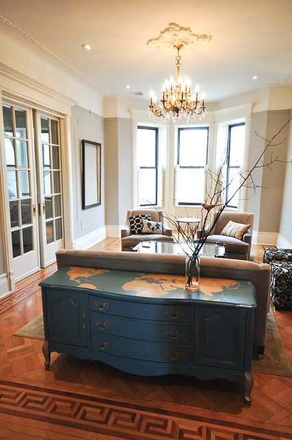 Love the map on the top of the dresser/table: Living Rooms, Driftwood Gray, Cottages Marketing, Periodic Dramas, Furniture Redo, World Maps, Dressers Ideas, Rooms Makeovers, Dressers Tops