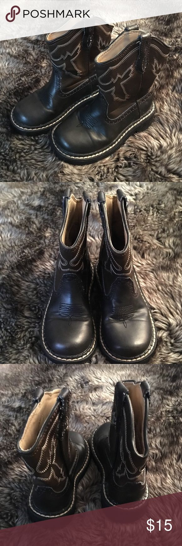 Roper boys western boots sz9 Roper boys western boots size 9.  Brown in color. Some wear but still good condition. Roper Shoes Boots