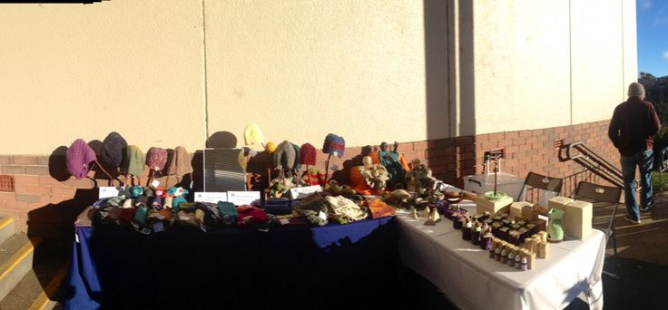 Leura Markets, its a cool windy day for the markets, at least there's a little sunshine :)