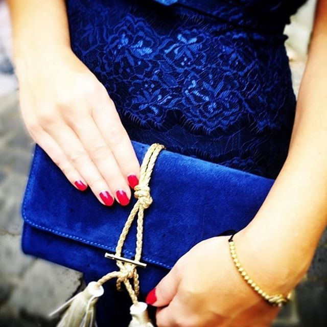 Love ❤️ this gorgeous pic of the Marni Clutch by @eviecurve now available @style_palace (the place where you find all your favourite designer brands!). Designed in #NewYork,  it's made from luxurious suede leather, gold braid tassel and stunning gold leather lining 💙💙💙. #womensfashion #statementaccessories #purseboppicks #australiandesigner #accessoriesaddict #handbagsmakemehappy #fashion #todaysstyle #blue #stylepalace #iwantthis #musthave #nikkiwilliamsco #nikkiwilliams