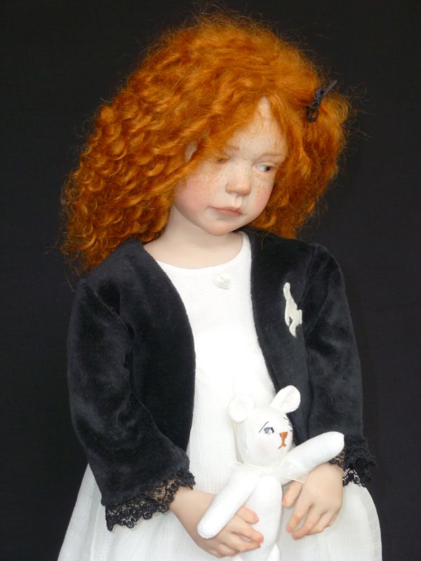 Hard to believe this little girl isn't real - dolls by Laurence Ruet