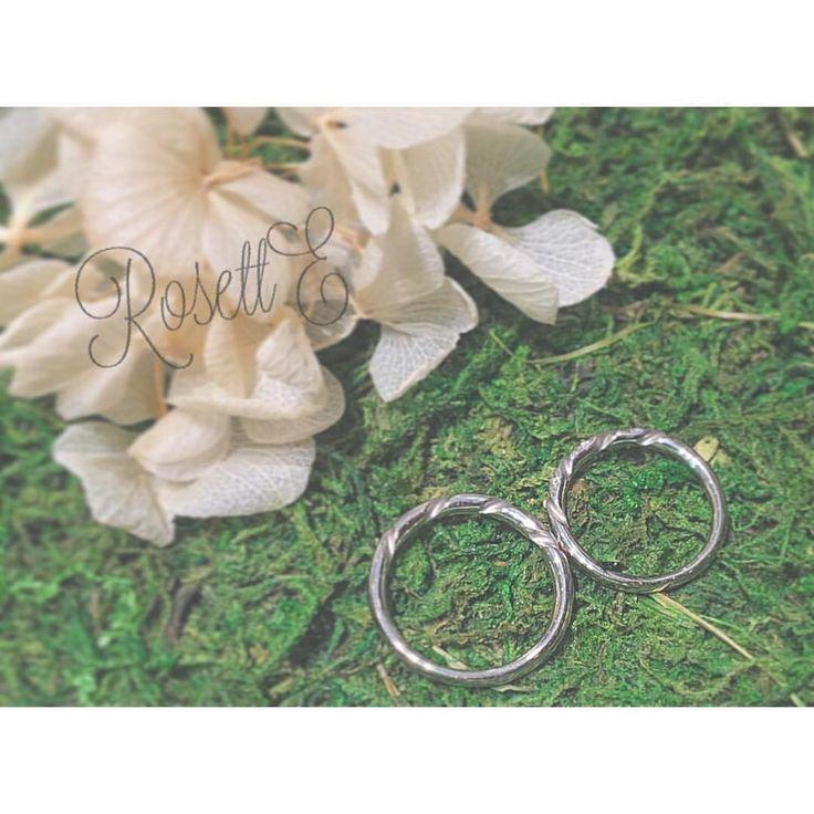 """. あけましておめでとうございます* 本年も宜しくお願い致します(*^^*) . . """"GARLAND 花冠"""" 朝一番に輝く花を摘んで あなたに贈る 愛の証 . #RosettE#ロゼット #結婚指輪#マリッジリング#結婚 #婚約指輪#エンゲージリング#婚約 #結婚式#挙式#指輪#花嫁#プレ花嫁 #結婚準備#指輪探し#記念日#幸せ #ブライダルジュエリー#jewelry #ウェディング#ブライダル#リング #日本中のプレ花嫁さんと繋がりたい #bridal#wedding#surprise"""