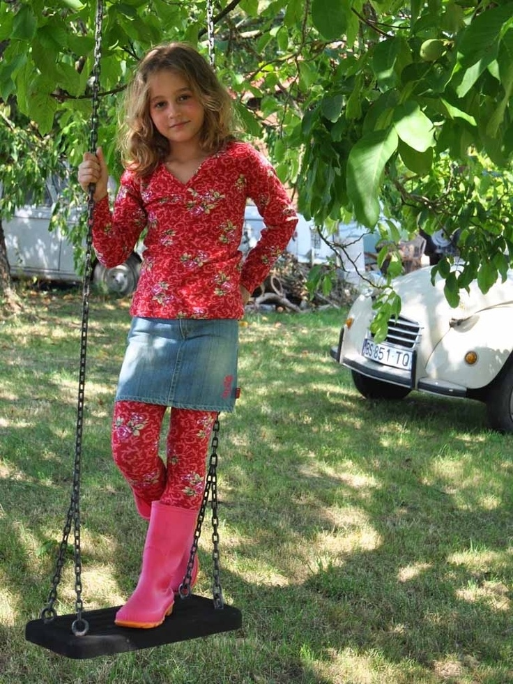 Ninie rode roosjes t-shirt, roosjes legging en spijkerrokje @ www.ninie.nl/sets