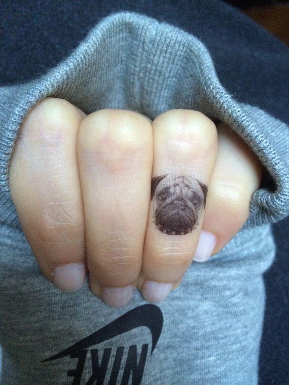 4 petits Pug tatouages temporaires. tatouages de 1 pouce, idéal pour vos doigts. Derniers jours 1-2.