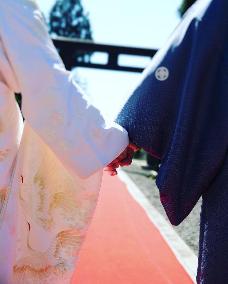 """ザ・リヴィントン【山形県新庄市 結婚式場】 on Instagram: """"リヴィントンでは戸澤神社での挙式もカタチに。  日本の伝統美を感じる結婚式なら格式ある神社での結婚式がオススメ。  手描き友禅の最高級正絹、お祓いの無垢は最高級の花嫁衣装と言われています。  その御衣装がリヴィントンにはあります。  #結婚式#山形#新庄#山形県#新庄市#ウエデ…"""""""