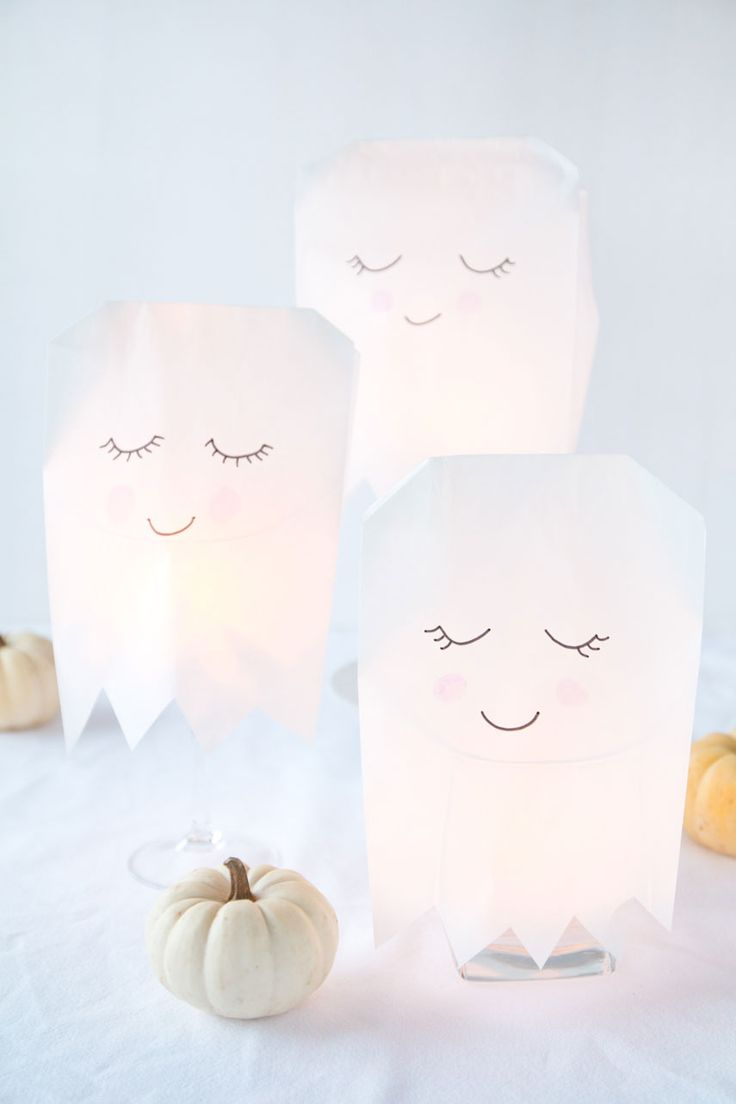 leuchtende Halloween Geister basteln - DIY illuminated Halloween ghots  made of paper bags