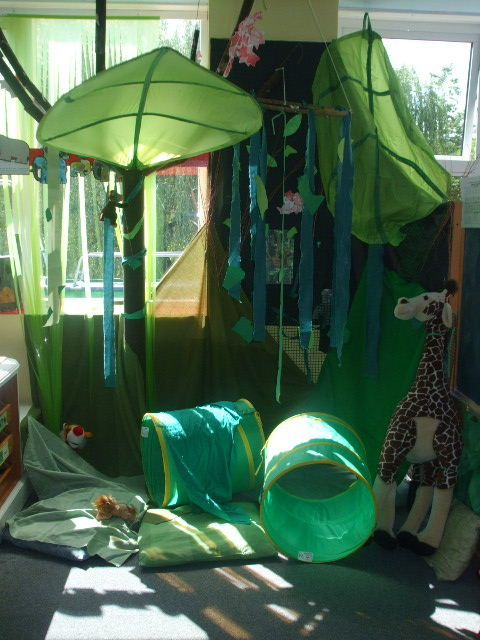 Jungle role-play area classroom display photo - Photo gallery - SparkleBox
