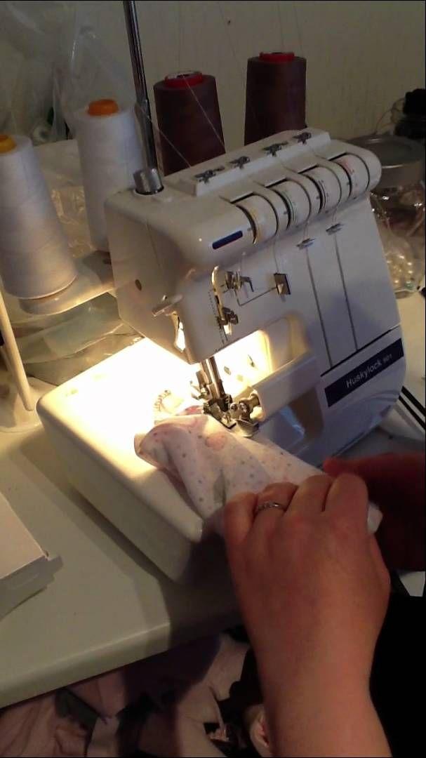 Her viser jeg hvordan jeg vrangsyr pannebånd! Jeg har brukt jersey som er det beste å bruke til dette formålet. Man bruker ca målene 20cmx 52cm på et pannebånd, a...