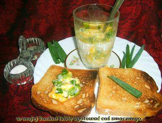 W Mojej Kuchni Lubię..: jajka w szklance bez tłuszczu z tostami z solą róż...