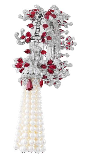 Van Cleef & Arpels Set in white gold, the Zip necklace features rubies, diamonds, and cultured pearls. The Zip necklace's history begins in the late 1930s when the Duchess of Windsor suggested that a zipper be used as inspiration for a jewelry piece. The Zip design can be worn two ways, as a necklace or closed as a bracelet.