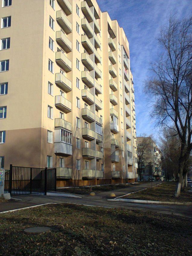 Саратов, Огородная, 1 200 000, Продажа Вторичное жилье / Однокомнатная http://realtor164.ru/prodaja-kvartir/1-komn/realty774.html  Продается однокомнатная квартира в новом, жилом десятиэтажном доме, на 8 этаже, общей площадью 31м2 , жилая 14м2, кухня 10м2, сдан в августе 2016 года. В квартире свободная планировка, есть балкон, металлическая дверь, радиаторы отопления, установлены счетчики. Пластиковые окна. Лифт, чистый подъезд. Дом огорожен, консьерж, благоустроенная придомовая…