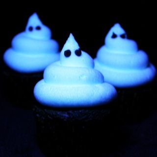 ~ White Glow In The Dark Frosting Recipe - 7 cups confectioners' sugar, 1 cup vegetable shortening, 1 teaspoon clear vanilla extract, 5 tablespoons tonic water {diet tonic water works too}.  Extras Needed for Green Glowing Frosting - Neon Food Color, 0.3 ounce package of either Lime or Orange Gelatin, 1 cup boiling water, 1 cup chilled tonic water