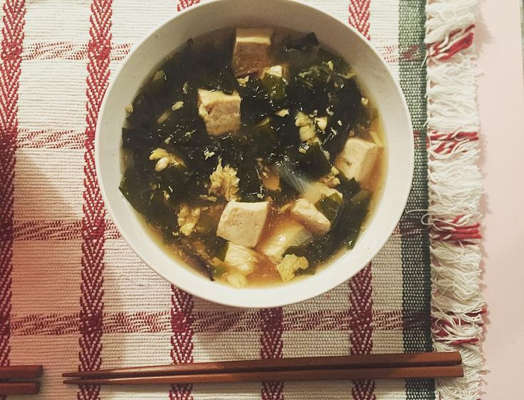 #lowcarb  今日の#晩ごはん 17:15  豆腐スープ  ルームメイトと 最近食べ過ぎで少し太った気がするからすこし断食したいんだけど飲み会びっしり だから12月は嫌い 今日も夜ごはん食べたくなかったけどこの後飲み会だから少し食べないとって事でスープ やだよー 筋トレします #夕食#ダイエット#ダイエット日記#ダイエット仲間募集#糖質制限#糖質制限ダイエット#ダイエット中#料理#おうちごはん#豆腐  #diet#dieting#dinner#lowcarb by m_diet_t