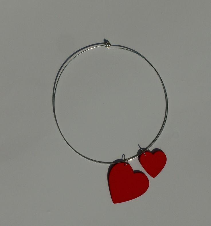 Náhrdelník+se+srdíčky+Přívěšek+ve+tvaru+srdce+je+vyroben+z+pěnové+gumy,+mosgummi.+Velikost+většího+srdíčka+je+5+x+5+cm.+Průměr+náhrdelníku+je+14+cm.