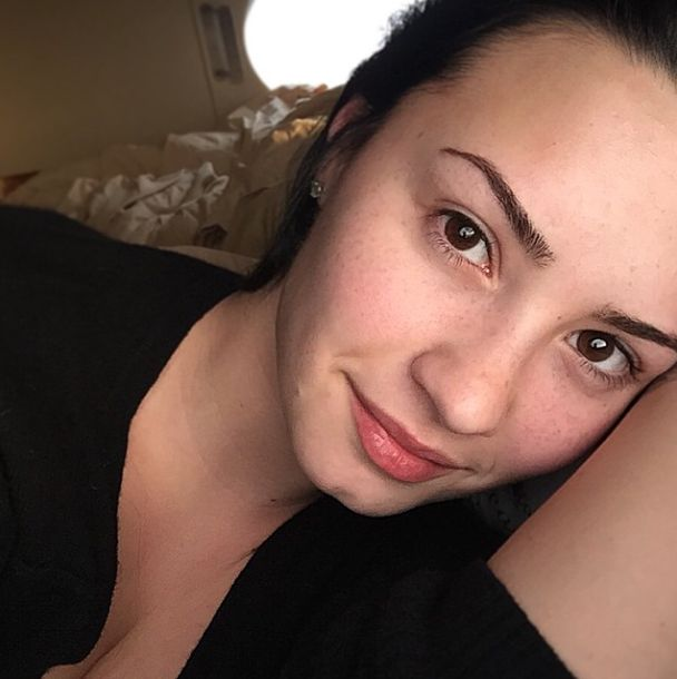 Demi Lovato No Makeup Monday Pic: Show the World Our Beauty and Confidence! You can only love her..