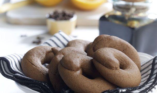 Τα Μουστοκούλουρα είναι νηστίσιμα μπορούν να φαγωθούν σαν σνακ το απόγευμα είναι ελαφριά και νόστιμα για συνοδεία με ένα κάλο καφέ.