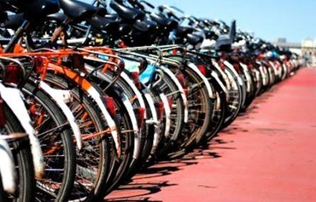 Genova, piste ciclabili e due ruote: qualche passo avanti per i bikers.  Ciclostile: la rubrica settimanale promossa dal Circolo Fiab Amici della bicicletta. Se in Germania nasce un'autostrada per bici come siamo messi in Italia e a Genova?