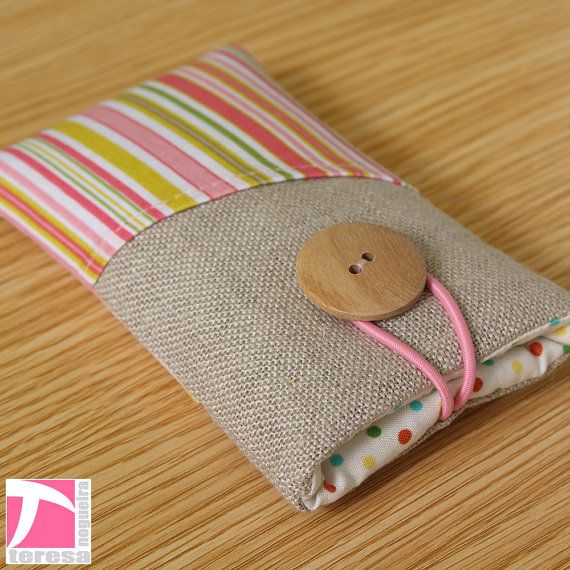 An idea for a DIY phone pouch - love the big wooden button