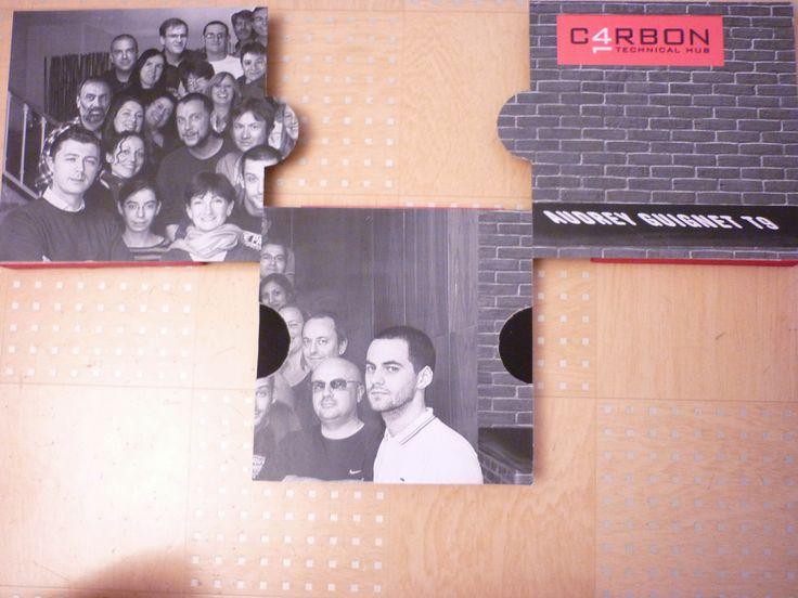 rapport de stage pour mon diplôme de Bac pro AMA option communication graphique. thème de la collection, ce qui m'a donc donné l'idée d'un puzzle, car une collection est un ensemble de pièce, et quoi de mieux qu'un puzzle. Donc pour ce puzzle: - 3 cadre (en dessous) - 3 cartons découper en puzzle - acrylique noire - du double face bien solide - mes impressions collés dessus