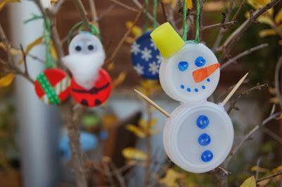 Decorazioni natalizie con i tappi di plastica