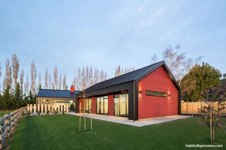 We've seen plenty of smart dark-stained exteriors but what about this stunning rich red? Perfect for its rural location, it's Resene Waterborne Woodsman Japanese Maple, used on a contemporary farmhouse designed by architectural designer Reece Warnock and recognised in the recent ADNZ awards.