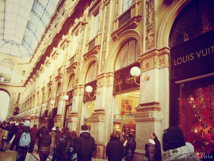 Title:# center# vogue#  City:Milan