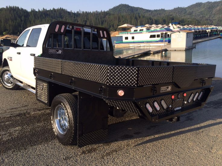 2015 dodge 3500 w   hpi leopard strongback flatbed  see more pics and learn more at