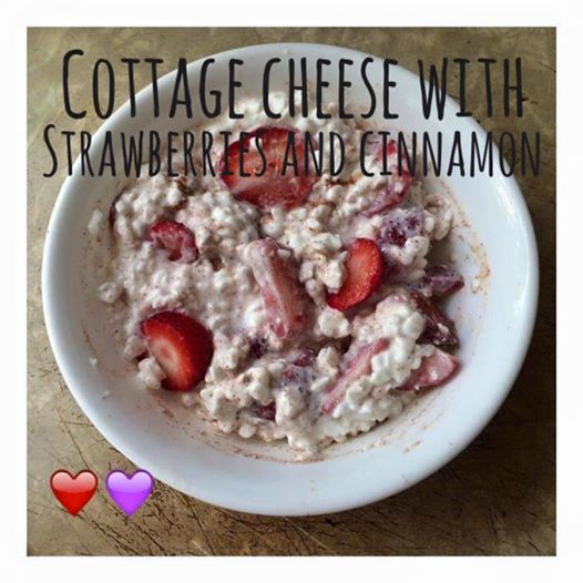 Di's Food Diary 21 Day Fix Approved Snack Recipe = Cottage Cheese With Strawberries & Cinnamon