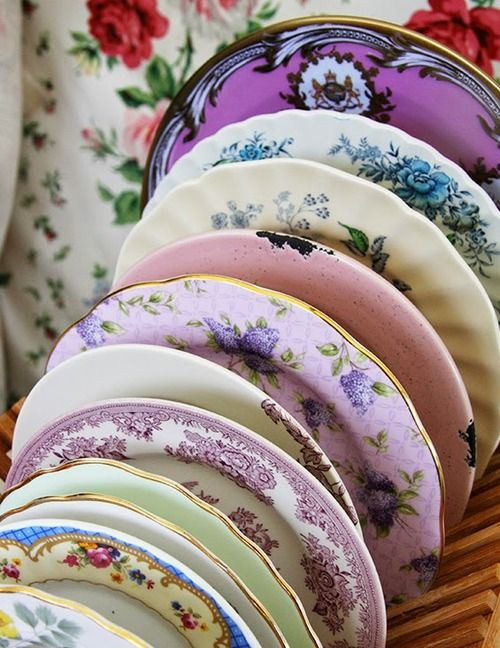 Vintage plates. If I had a china cabinet and a collection of these....something to work on!