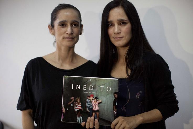 Mexican singer dating la galaxy