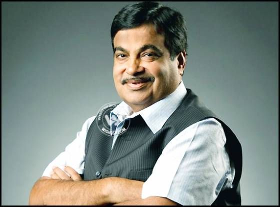 Nitin Gadkari pulls himself http://www.andhrawishesh.com/home/telugu-headlines-top-stories/47526-nitin-gadkari-pulls-himself.html  Union Transport minister Nitin Gadkari has clarified that he is not in race for the chief minister post of Maharashtra and is happy to be in Delhi. Gadkari had the backing of 39 MLAs from Vidarbha and his name was waving all over the BJP circles post the results.