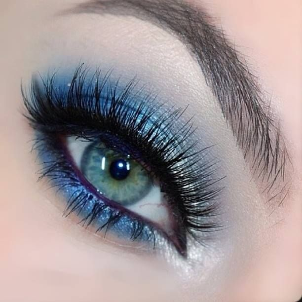 Silver & Blue Eye Makeup. A fun but sophisticated look with Tiffany Designs dress for prom. #tiffanydesigns #houseofwu