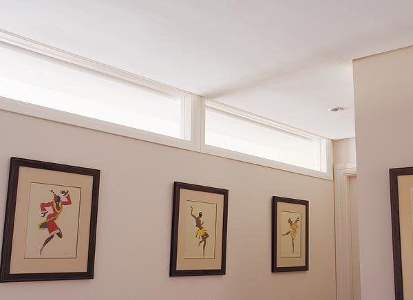 Un tragaluz también resuelve la iluminación del pasillo o el recibidor cuando éstos carecen de entradas propias de luz natural.